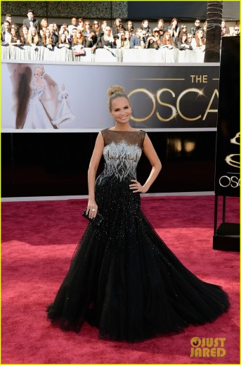 kristin-chenoweth-oscars-2013-red-carpet-full