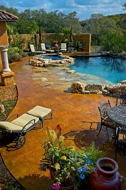 backyard-patio-with-pool