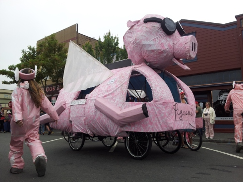 pig-kinetic-sculpture