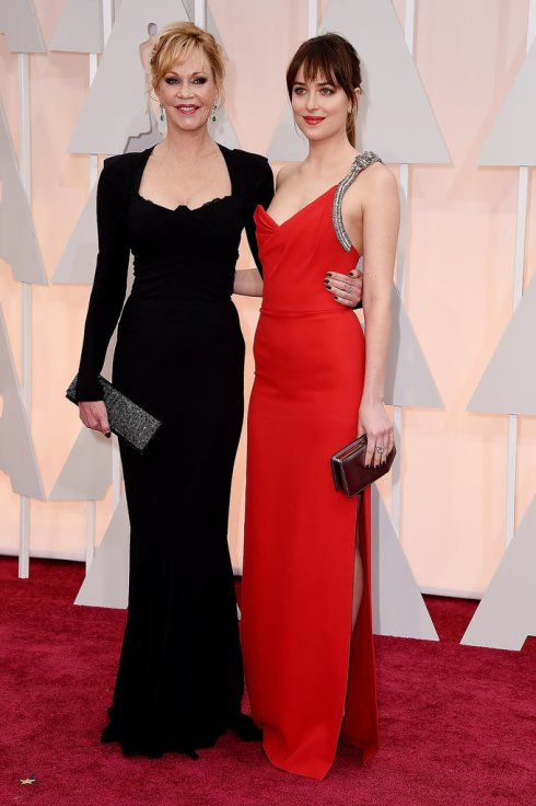 Dakota-Johnson-Melanie-Griffith-Oscars-2015