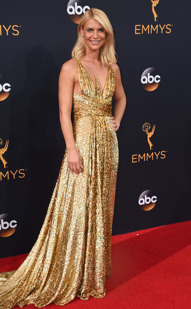 claire-danes-emmy-awards-arrivals-2016