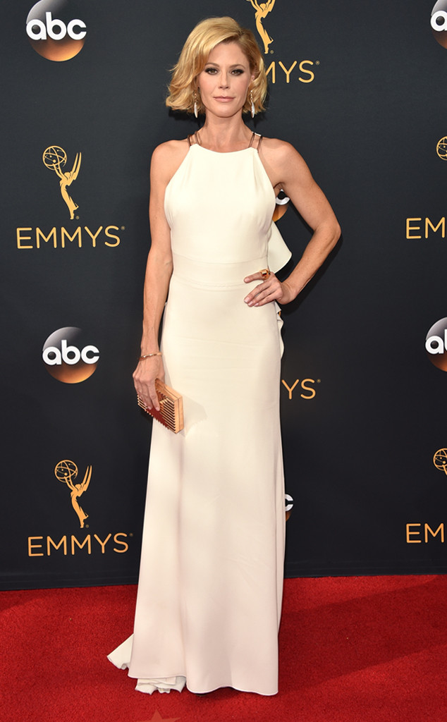 julie-bowen-emmy-awards-arrivals-2016