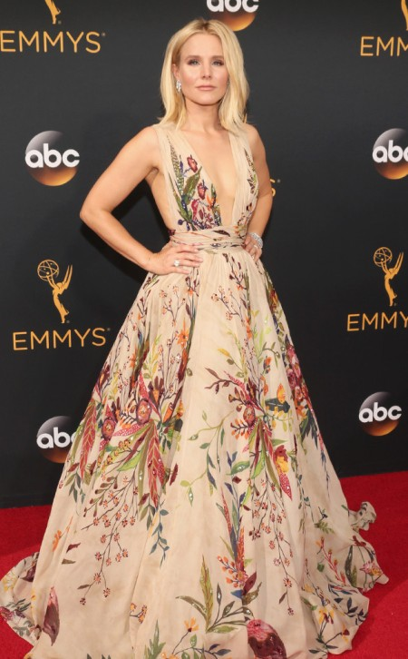 kristen-bell-emmy-awards-arrivals-2016