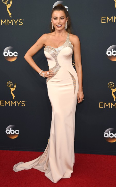 sofia-vergara-2016-emmy-awards-red-carpet