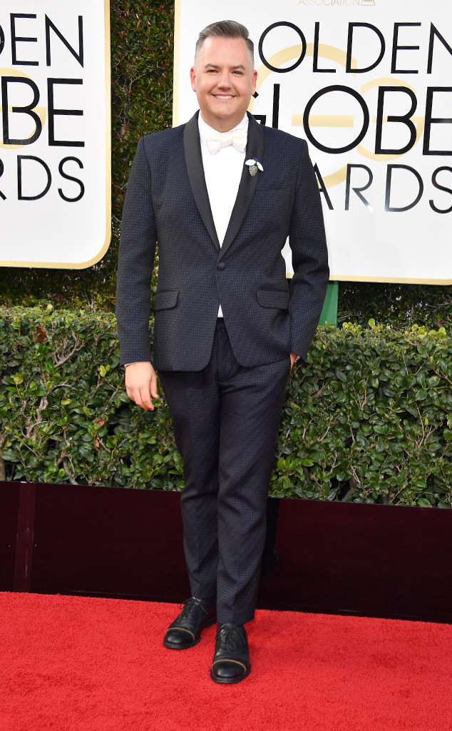 2017-golden-globe-awards-red-carpet-ross-matthew