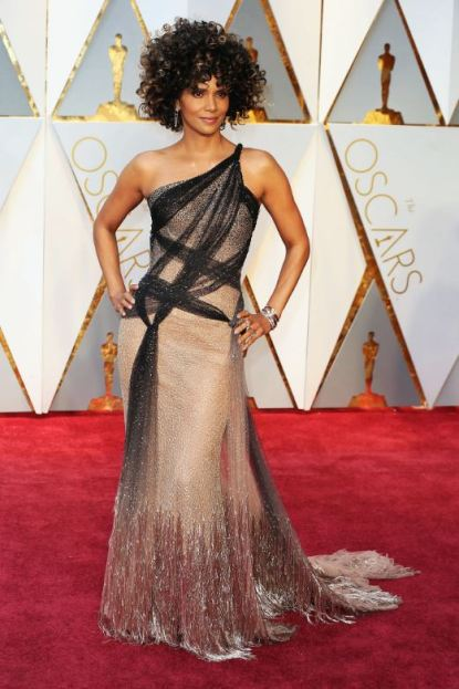 2017-academy-awards-oscars-red-carpet-halle-berry