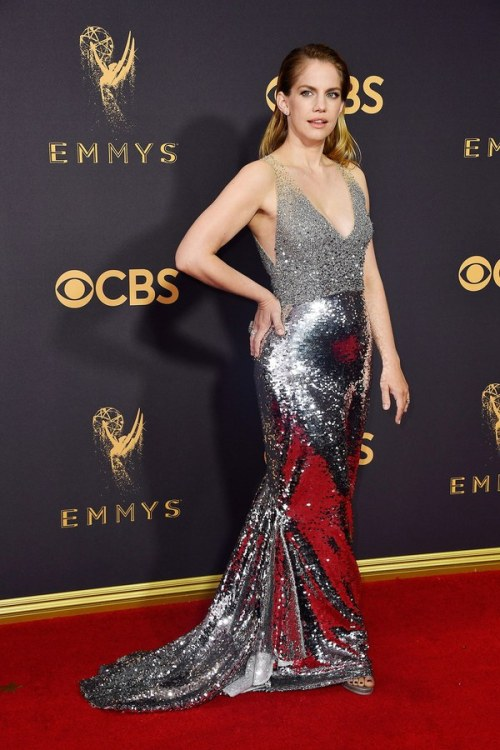 emmys-2017-red-carpet-anna-chlumsky