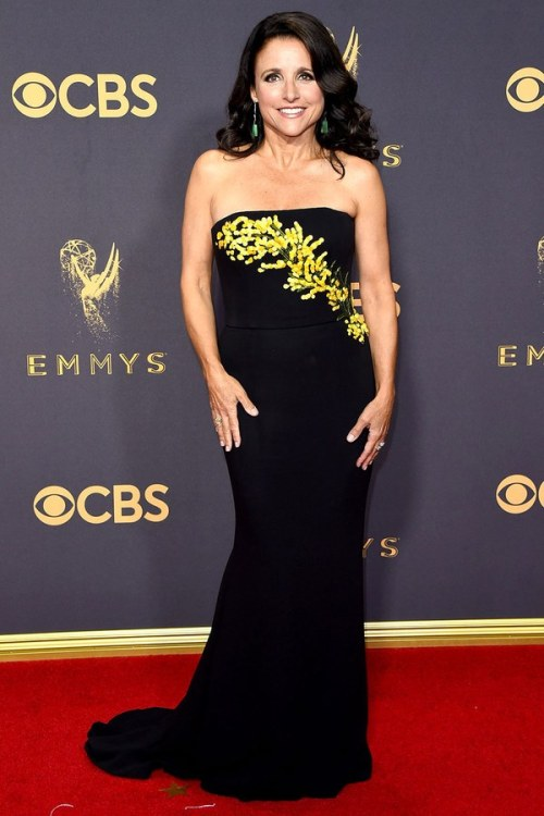 emmys-2017-red-carpet-julia-louis-dreyfus
