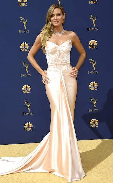 heidi-klum-2018-emmy-awards-red-carpet-fashion
