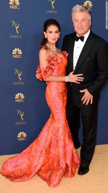 hilaria-baldwin-2018-emmy-awards-red-carpet-fashion