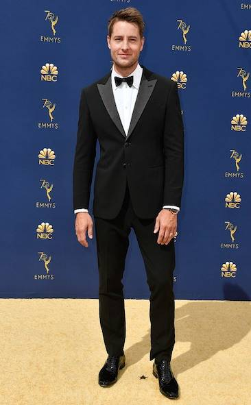 justin-hartley-2018-emmy-awards-red-carpet-fashion
