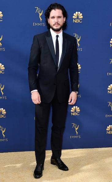 kit-harrington-2018-emmy-awards-red-carpet-fashion