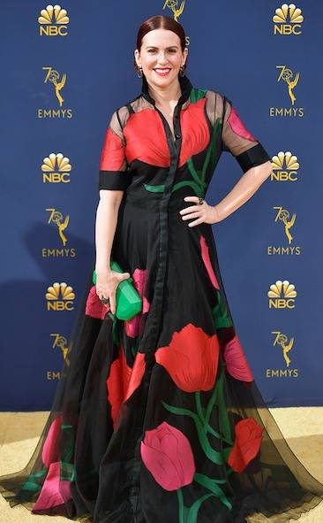 megan-mullally-2018-emmy-awards-red-carpet-arrivals-fashion