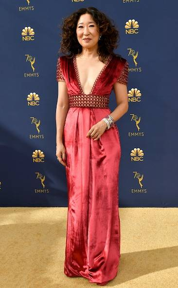 sandra-oh-2018-emmy-awards-red-carpet-fashion