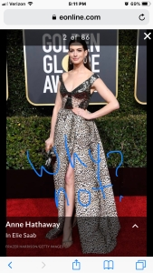 anne hathaway golden globes red carpet