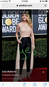 julia roberts golden globes red carpet