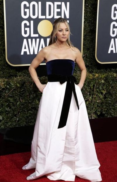 kaley cuoco golden globes red carpet
